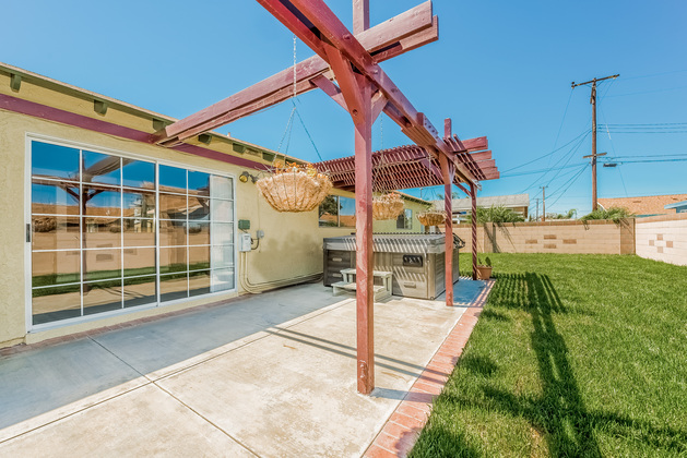 Home for Sale in Hunting Beach: Above ground jacuzzi