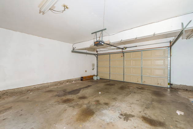 Home for sale in Huntington Beach: Garage