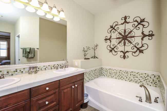 029-Bathroom-2543796-large
