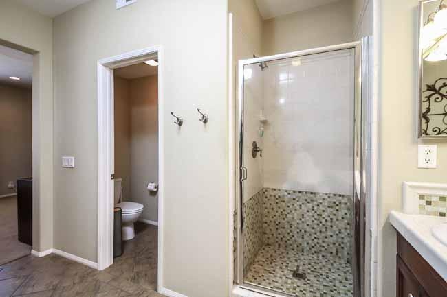 030-Bathroom-2543794-large