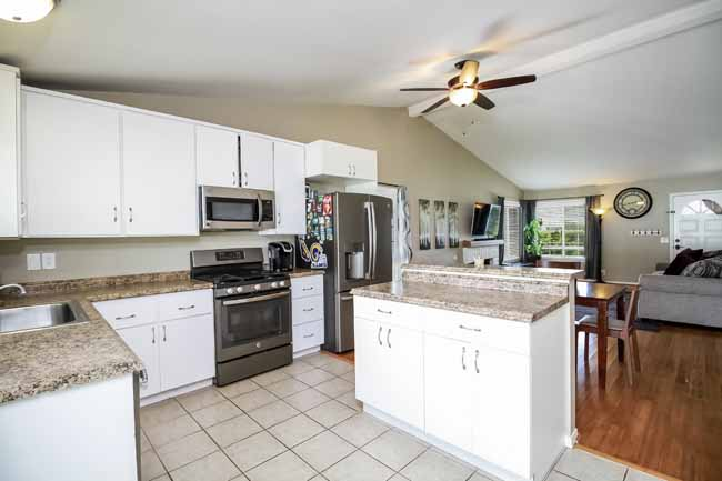 22501 Killy St Lake Forest Kitchen