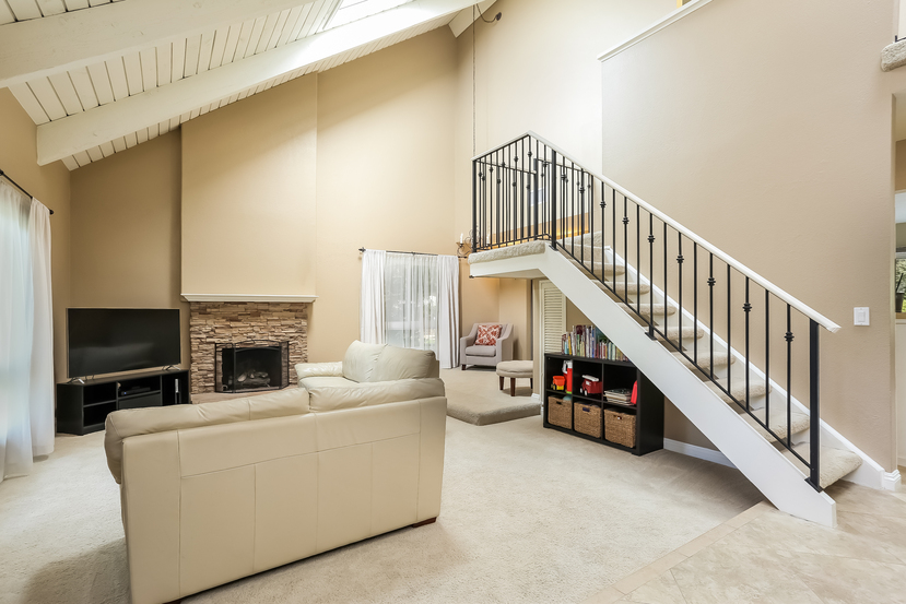 22782-rumble-dr-lake-forest-living_room