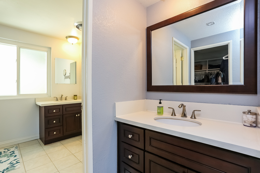 22782-rumble-dr-lake-forest-master_bathroom-2