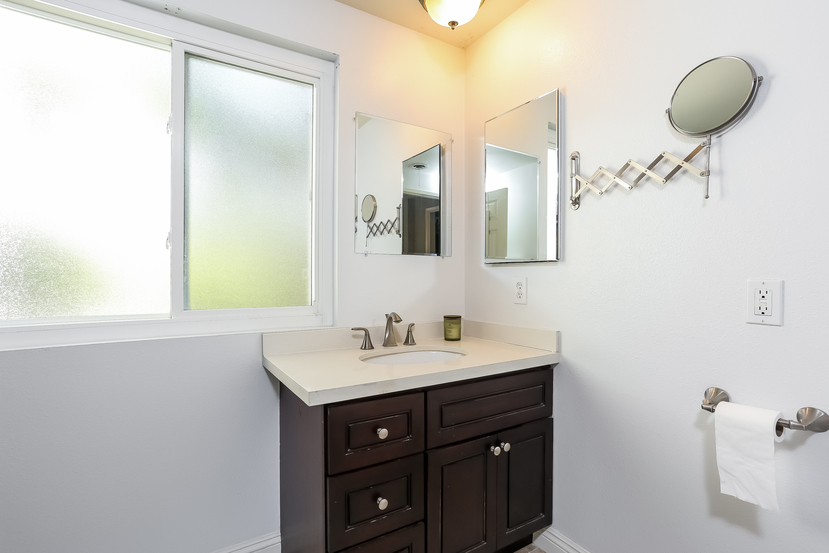 22782-rumble-dr-lake-forest-master_bathroom