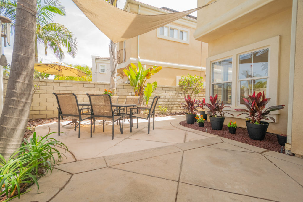 This is a newer construction, beach-close home with beautiful modern finishes. If you are looking for a Huntington Beach home you won't want to miss out on this great property! Learn more below.