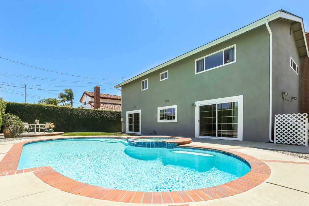 21812 Fairlane Circle, Huntington Beach is a nicely upgraded, pool home with an interior tract location on a cul-de-sac, located in a highly sought after beach close community serviced by top notch schools!