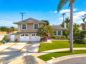 9472 Iolani Circle, Huntington Beach, California is a nicely upgraded, cul-de-sac home in beach close neighborhood with huge driveway & room to park RV/boats/toys!