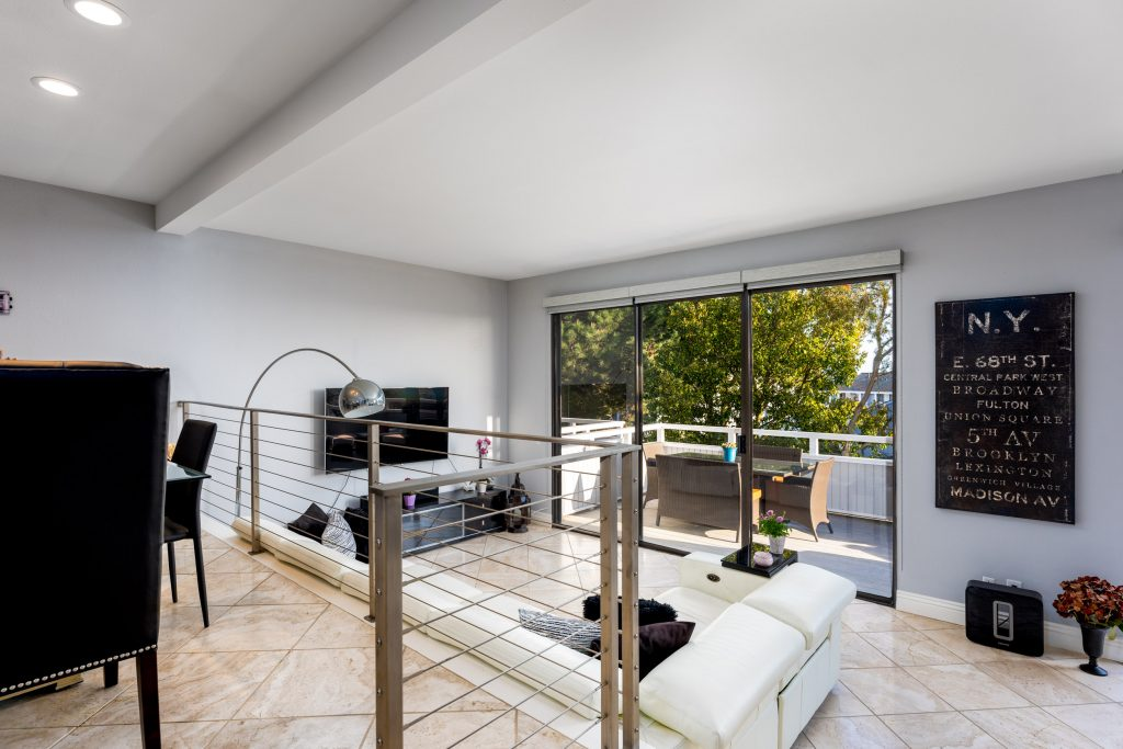 10 Odyssey Court, Newport Beach is a nicely upgraded 2 bed, 2.5 bath condo with panoramic ocean views from the Newport Pier to Catalina to Palos Verdes!
