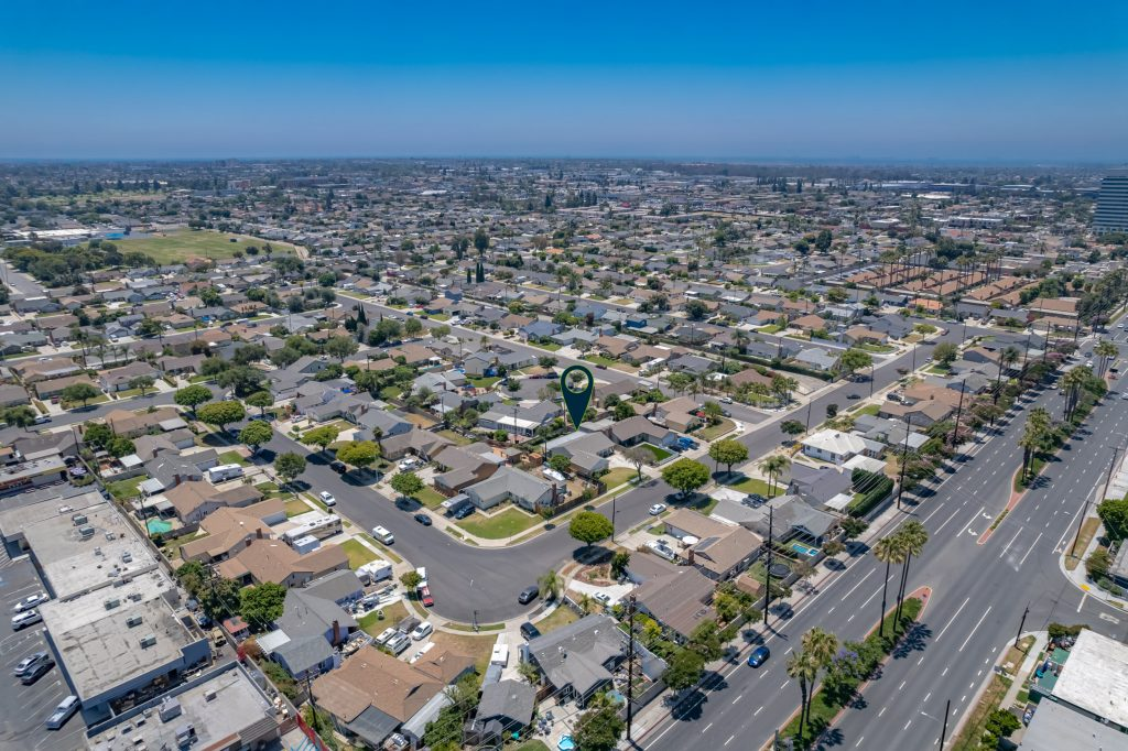 8392 Amsterdam Drive, Huntington Beach is a lovelySingle Story, 3 Bed, 2 Bath home on a 6,000 square foot lot in the Dutch Haven community!